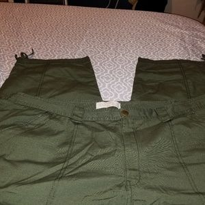 Eddie bauer's RIP stop capris ties at bottom sz 24